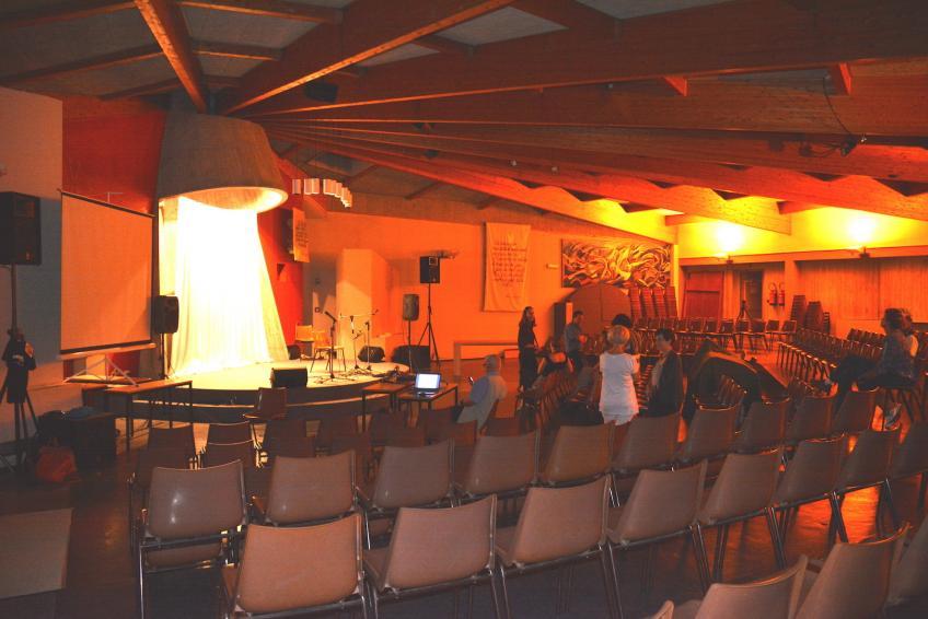 01 la tres belle salle du centre oeucumenique